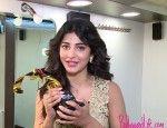 Shruti Hassan with her BollywoodLife award. http://www.bollywoodlife.com/