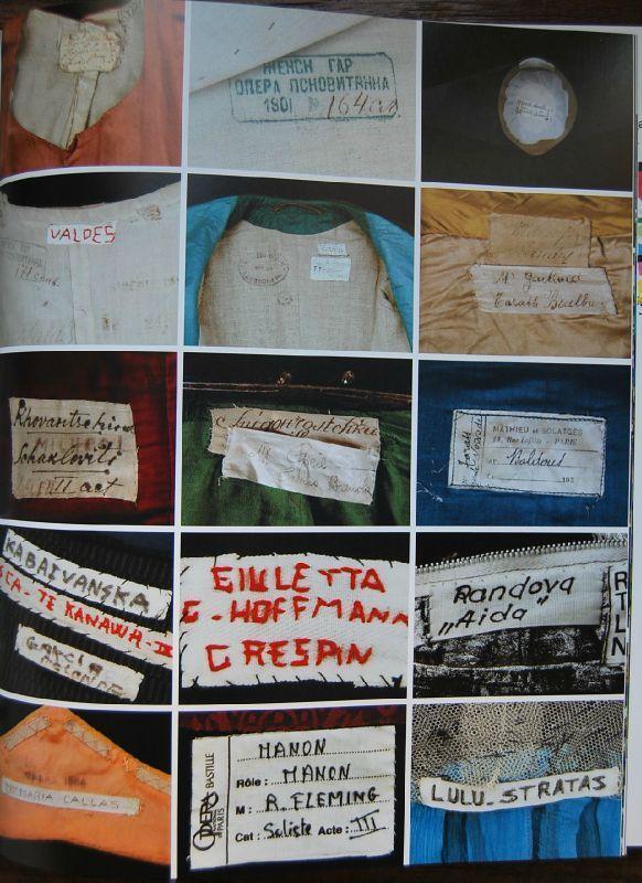 kleidersachen - Etiquettes apposées sur les costumes de scène...