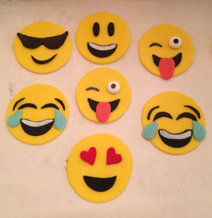 Smiley Emoji cupcake toppers #happy-face #fondant