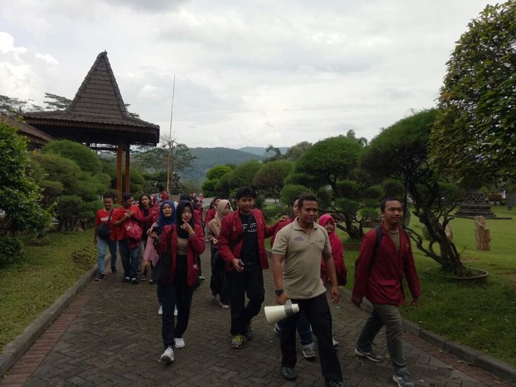 Mahasiswa Fakultas Pertanian UMY Berburu Pengetahuan di Repoeblik Telo https://malangtoday.net/wp-content/uploads/2017/03/Universitas-Muhammadiyah-Yogyakarta-4.jpeg [vc_row][vc_column][vc_column_text]MALANGTODAY.NET– Fakultas Pertanian Universitas Muhammadiyah Yogyakarta (FT UMY) hari ini berkunjung ke Repoeblik Telo loh. Nggak mau ketinggalan dengan yang lain, para mahasiswa ini pun berburu pengetahuan baru terkait pengolahan ubi. Dekan Fakultas... https://malangtoda