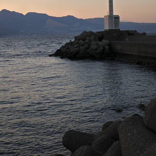 【kirariphoto】さんのInstagramをピンしています。 《海の向こうに見える街は 別府です。 #夕日#海#港#大分 #夕暮れ#風景#景色 #写真好きな人と繋がりたい #写真撮ってる人と繋がりたい #ファインダー越しの私の世界 #japan#oita#sunset#sea #nikon#nikon1j5 #instagood#team_jp_西 #lovers_nippon#team_jp_ #landscape#instapic #photo#photooftheday #picture#photograph #igersjp#tokyocameraclub》