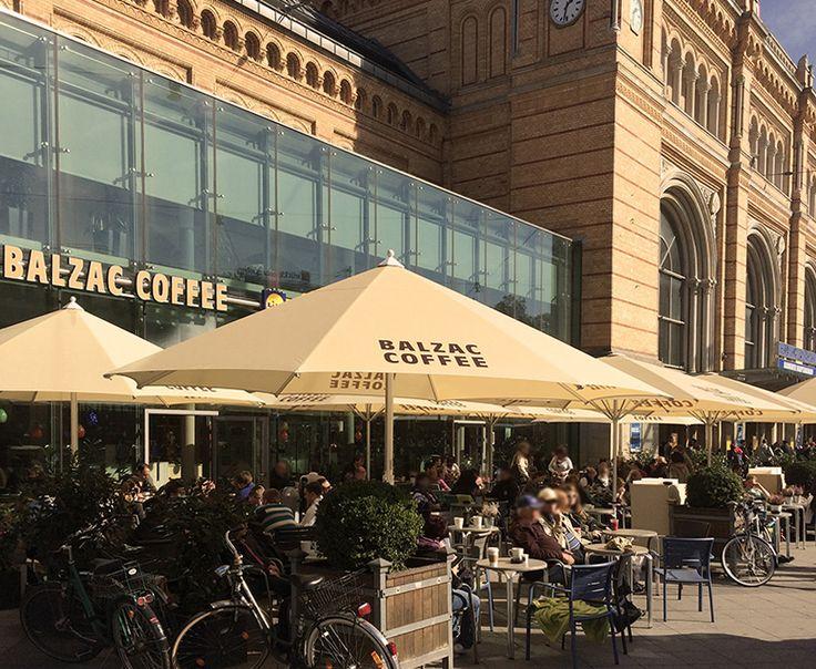 ☀☀☀ Genießt das schöne Wetter auf unserer Außenterrasse am Hauptbahnhof Hannover ☀☀☀  Wir freuen uns auf Euren Besuch #balzaccoffee #coffee #directtrade #sommer #sonne