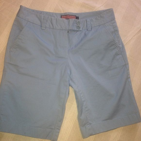 VINEYARD VINES SHORTS  Size 2 baby blue vineyard vines shorts!  I will say I think these fit a little big for a size 2 but that may be the style they were going for Vineyard Vines Shorts Bermudas