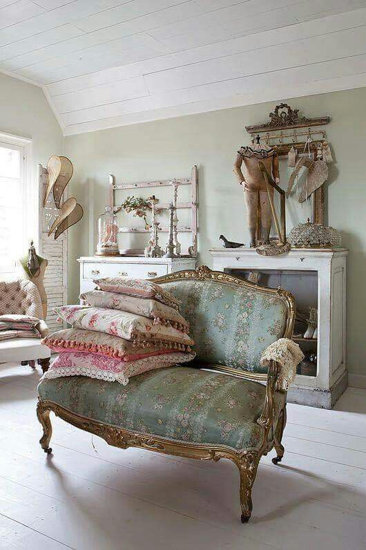 Wow gorgeous room everything about it I love
