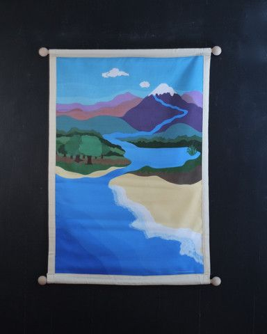 The Land, Air and Water Mat provides an illustrated landscape for children to sort animals according to whether they move on the land, air or in the water. Animals can also be sorted for salt and fres