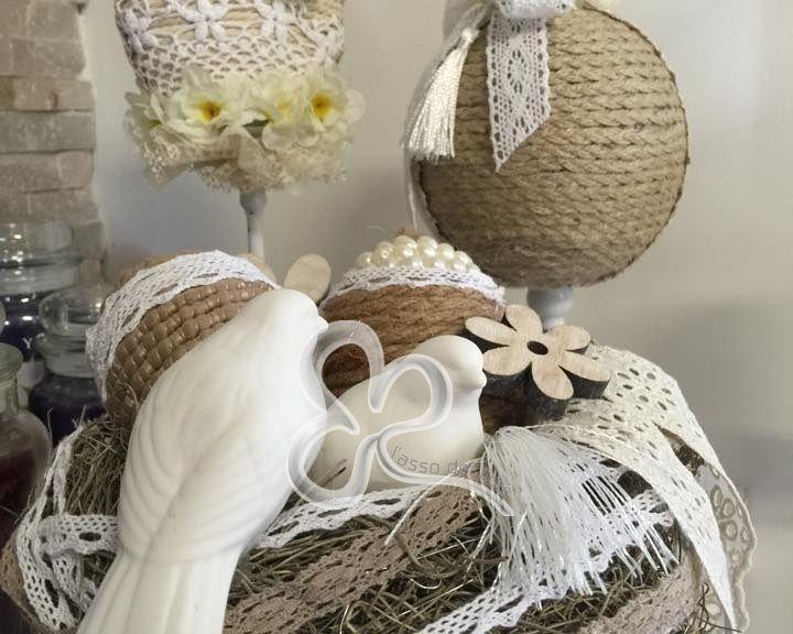 Pasqua interpretata da L'Asso dei Fiori. Colori e fibre naturali per un'eleganza shabby chic.