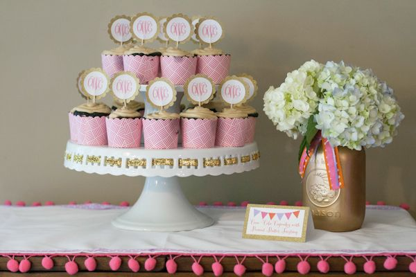 Glam baby shower! Love the gold spray painted mason jar used as a vase.: Shower Ideas, Colorful Baby Showers, Gold Mason Jars, Baby Shower Cupcakes, Monograms Cupcakes, Cupcakes Toppers, Projects Nurseries, Glam Baby, Baby Shower