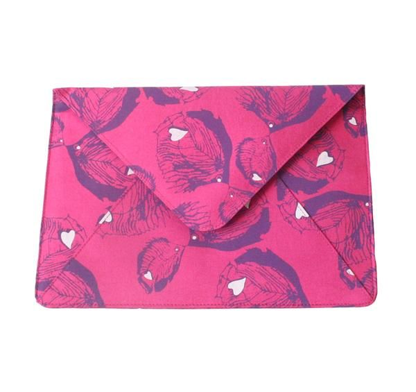 Stay tech chic with our luxe travel clutch, hand-crafted from exquisite 100% pure silk, it's designed to fit an iPad Air or iPad Air 2.