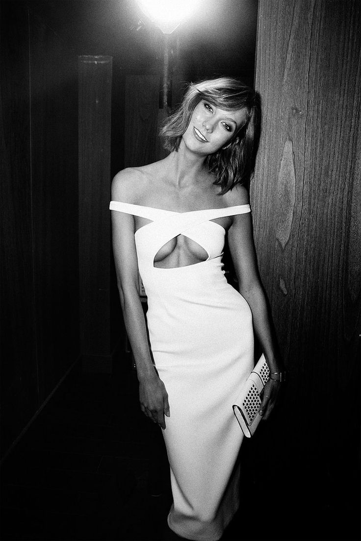 Karlie Kloss In Cushnie et Ochs Dress At The Victoria's Secret After Party Via