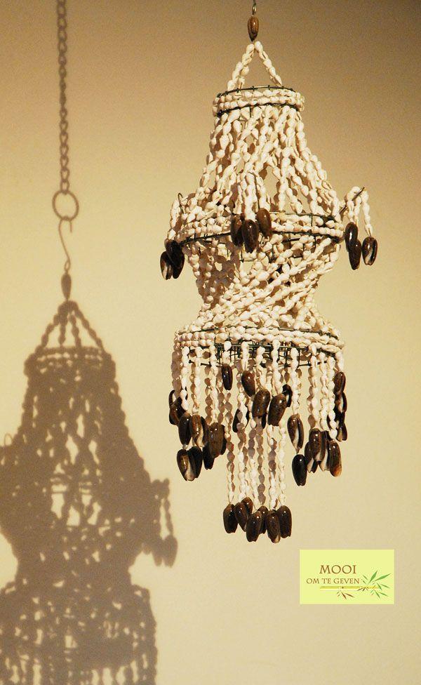 Schelpen hanger . Ambacht van Bali  €14,-