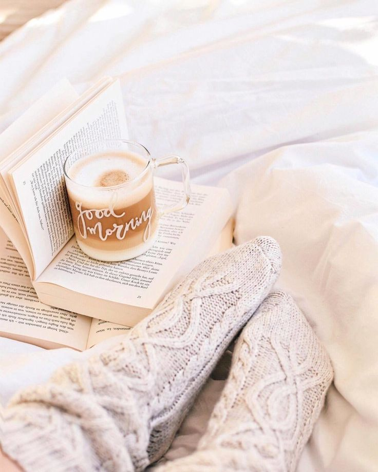 "1,719 aprecieri, 11 comentarii - Culture Trip Books (@culturetripbooks) pe Instagram: ""Did you know that reading a good book in bed keeps you warm? 😝 The more exciting the text, the more…"""