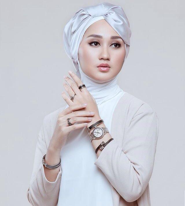 Beauty of #Hijab   Dian Pelangi   #InstaCrop by #Suheri034