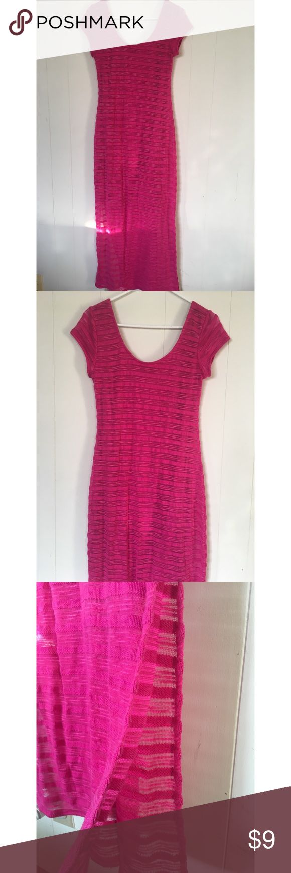 Pretty pink maxi dress This dress is so comfy. I'd keep it but my mom tummy doesn't look so cute in it 😂🤷🏻♀️ It has a slit on the side and has a short underlay that I included a picture of. So cute on! Apt. 9 Dresses Maxi