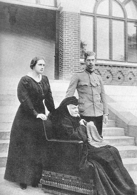 Elisabeth with Carol I and Queen Elisabeth