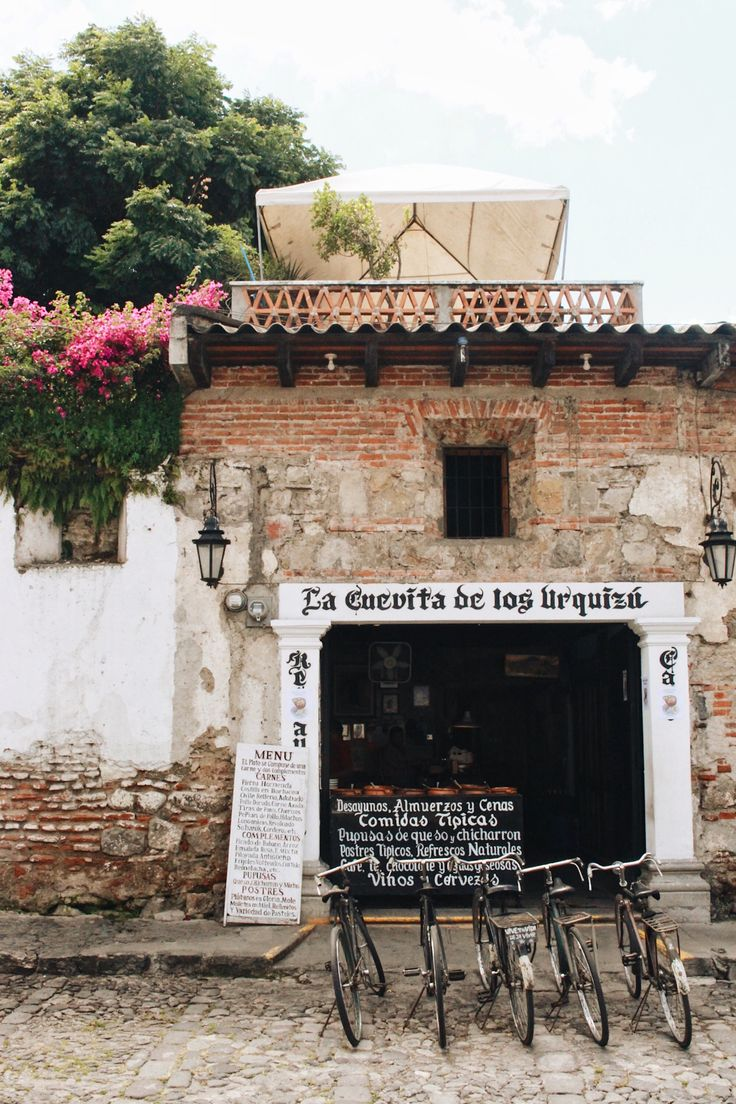 La Cuevita de los Urquiza, Antigua in Guatemala, via www.livelikeitstheweekend.com