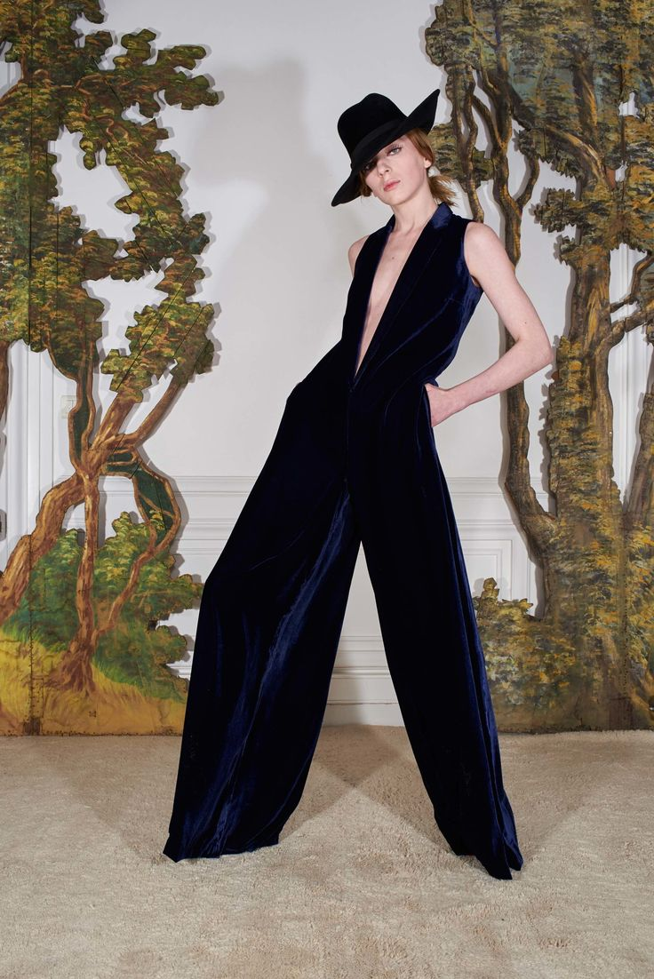 Martin Grant Fall 2017 Ready-to-Wear Collection Photos - Vogue (Sleeveless Velvet Jumpsuit)