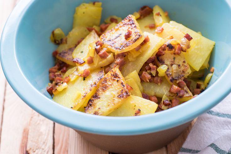 Eine wunderbare Alternative zu herkömmlichen Bratkartoffeln! Falsche Low Carb Bratkartoffeln - deftig und sättigend. Auch toll mit Fleisch. #lowcarbbratkartoffeln #lowcarb #bratkartoffeln