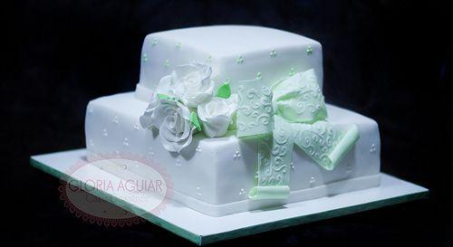 Bolo de Casamento, Rosas Brancas e Laço verde bordado em açúcar