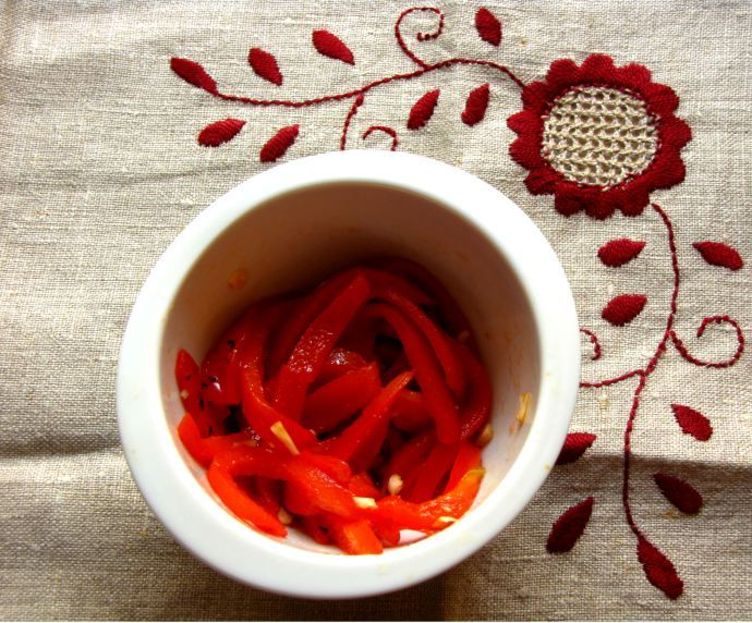 Roasted bell peppers - Portuguese style! Easy, fast, healthy and delicious!