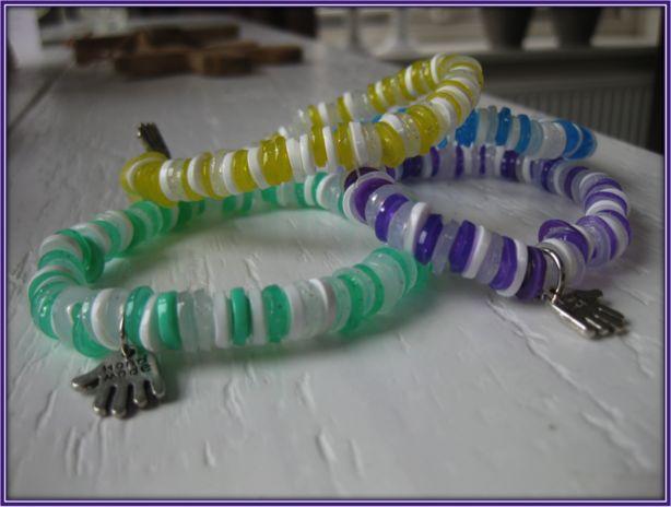 armbanden van gesmolten strijkkralen