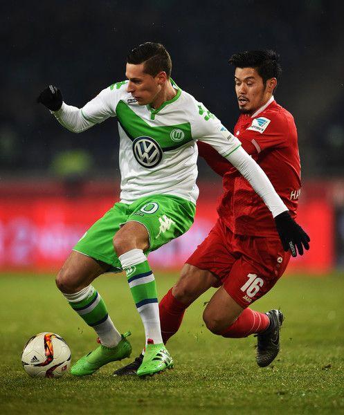 Hotaru Yamaguchi Photos - Hannover 96 v VfL Wolfsburg - Bundesliga - Zimbio