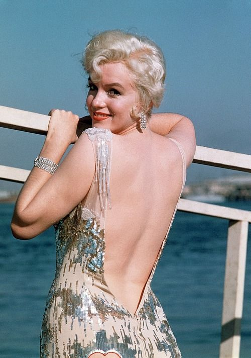 Marilyn Monroe - 1958 - in Some Like It Hot - posing on the set