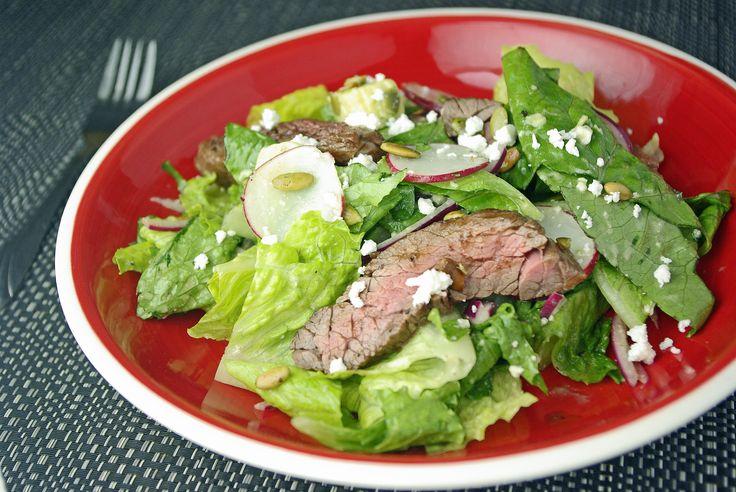 Salade Steak Tex-Mex avec avocat et graines de citrouille grillées