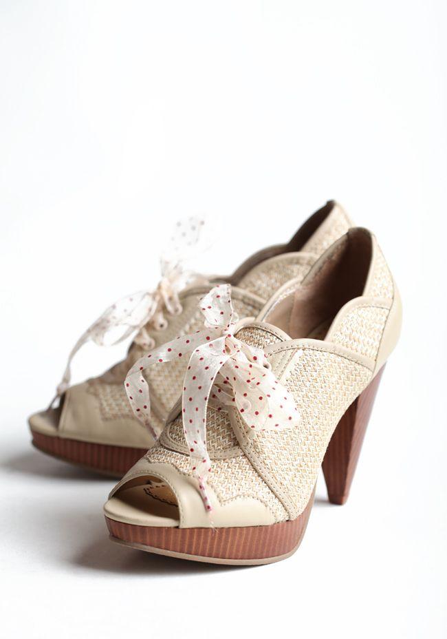 love the triangular heel