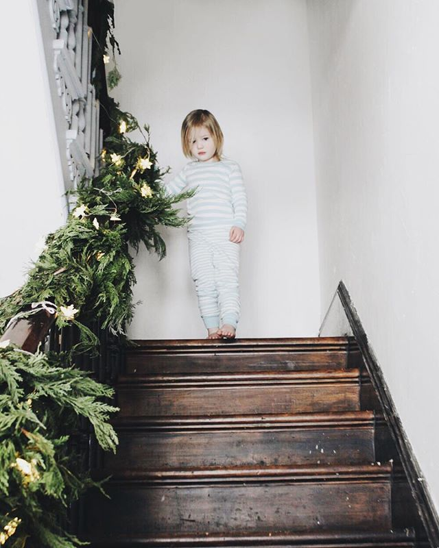 1893 Best Christmas On The Stairs Images On Pinterest: 25+ Best Ideas About Christmas Stair Garland On Pinterest