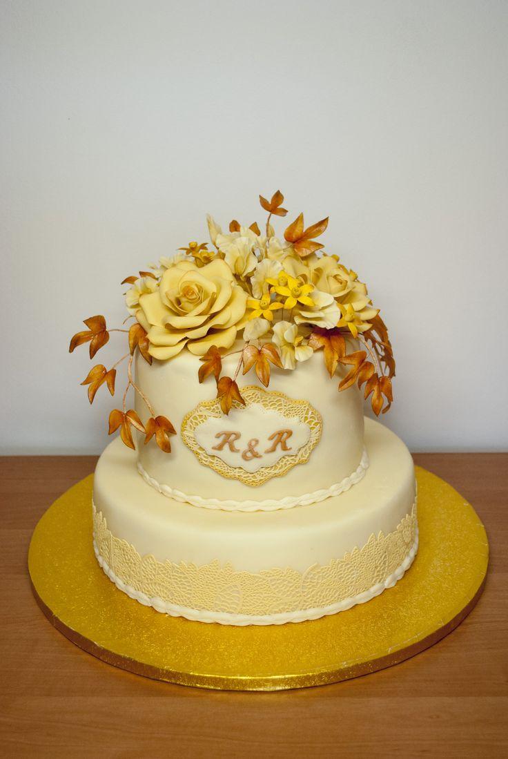 Svatební tón v tónu - růže, okrasný hrachor a tvídie. Wedding Cake with roses, sweat peas and tweedias.