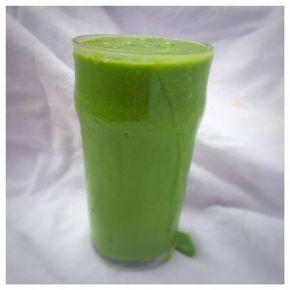 En riktigt god och mättande grön smoothie som jag åt som mellanmål på förmiddagen idag. Jag genomför en 10-dagars detox med Rabarber Healthy Livingoch gröna smoothies gör verkligen jobbet. De mätt...