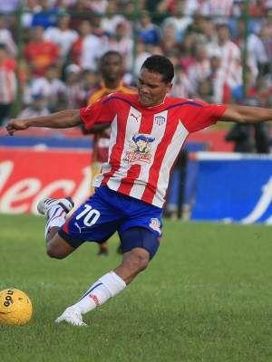 En 2010 Junior llegó a seis estrellas. El color rojo predominaba en hombros y mangas.