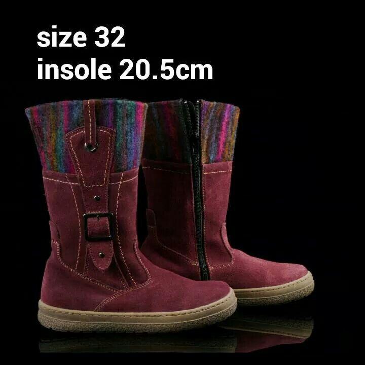 READY STOCK KIDS LEATHER BOOTS KODE : MATRIX MAROON Size 32 PRICE : Rp.225.000,- AVAILABLE SIZE : - Size 32 (insole 20,5cm)  Material : Full Leather (Genuine Leather/Kulit Asli),Sol karet lentur. Ringan dan nyaman sesuai utk anak-anak.  Insole = panjang sol dalam. Ukurlah panjang telapak kaki anak, beri jarak minimal 1,5cm dari insole.  FOR ORDER : SMS/Whatsapp 087777111986 PIN BB 766A6420 LINE : mayorishop FB : Mayorishop  #pusatsepatubootsanak #readystock #sisaekspor #originaleuropebrand…