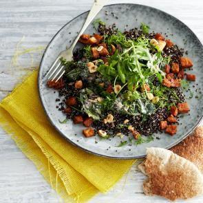 Zwarte quinoa met spinazie in mosterdsaus en tempehspekkies | Smaakmakend | biologisch |  recepten | eten | food | bionext