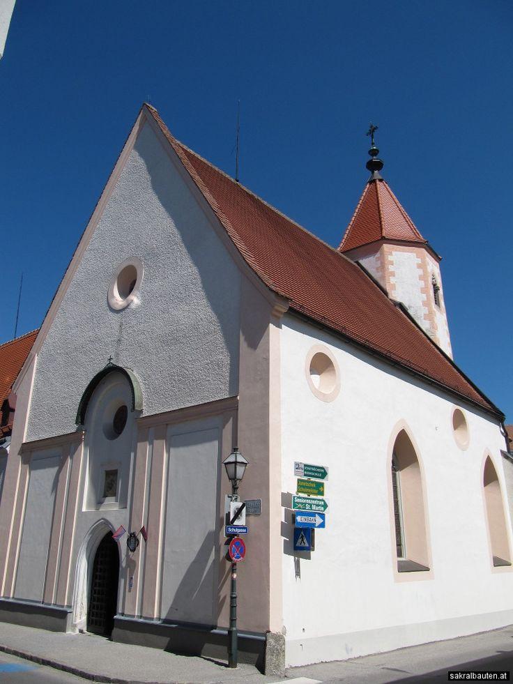 Schon Ende 13. Jahrhundert wurde das Bürgerspital Zwettl errichtet und mit ihm auch eine erste Martinskapelle. Bei der Belagerung durch die Hussiten 1427 wurde das Bürgerspital und auch die Kapelle zerstört. Bis Mitte des 15.
