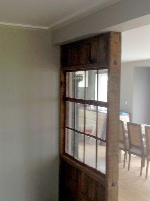 Træ-skillevæg med vindue