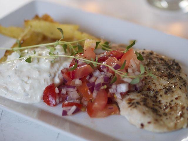 Kyckling med smarrig fetaoströra | Chicken with feta cream.  #food #chicken #nom