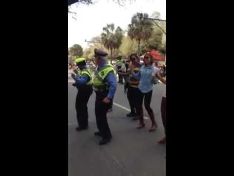 POLICE doing the wobble dance - Mardi Gras 2014 New Orleans