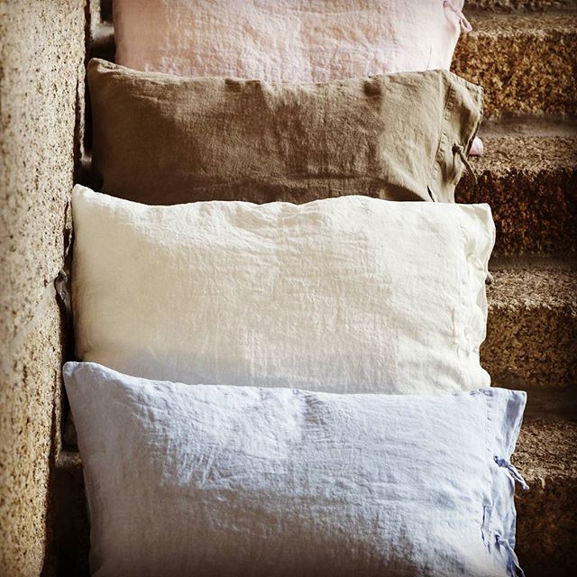 Get up!  #snug #day #pillow #inspiration #bedlinen #linen #homedecor #homelinen #special #foryou #letsgo #shopping #shoponline #onlineshop #pic #picoftheday #instapic #instafollow #liveit #loveit