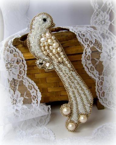 Брошь - Птичка, с жемчугом и хрусталем. by КатеRINA