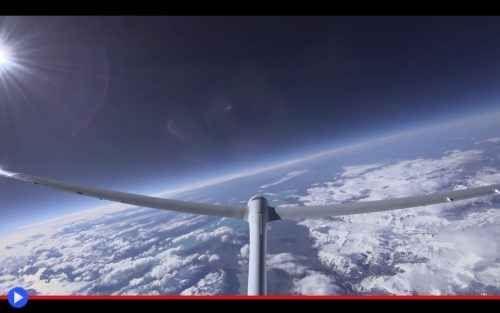 """L'aliante che può volare più in alto dei jet di linea La stratosfera è quell'apostrofo azzurro che si trova tra le parole """"Terra"""" e """"spazio"""" usato dagli extraterrestri per spiare gli uccelli e tutti i loro derivati. Immaginate dunque la sorpresa, da par #aviazione #tecnologia #alianti"""