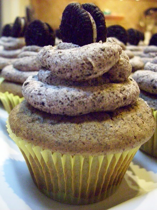 Oreo Cupcakes from: Flavors by Four: Desserts, Cupcake Cakes Sweet, Yummy Sweet, Cakes Cupcake, Dream Cupcake, Cupcake Idea, Food Recipe, Oreo Cupcakes, Yummy Idea