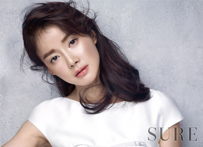 Lee Si Young Sure March 2015 Look 3