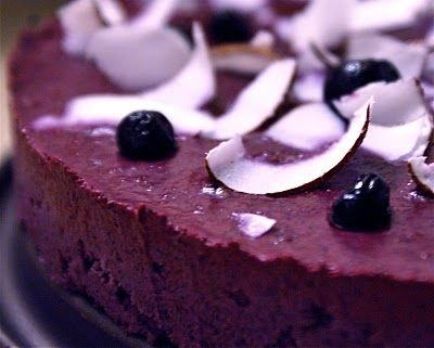 Blueberry and coconut raw-cake.