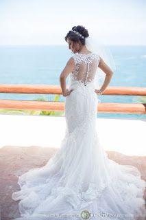 Bellisimo vestido de novia, perfecto para una boda en playa. Bodas Huatulco