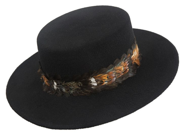 Cappelli Catarzi 1910 - La nuova collezione autunno inverno 2016/17 punta su cappelli a falda larga arricchiti di pelliccia, piume e altri particolari originali. #filippocatarzi #fashion #cappellidonna