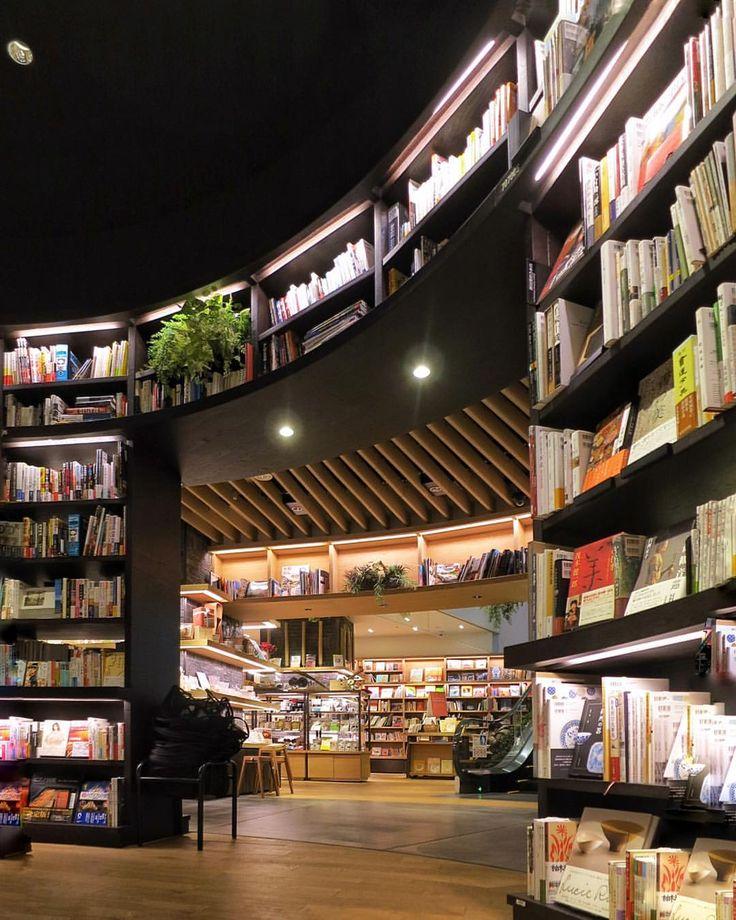 浦和 蔦屋書店 Urawa Tsutaya Books ☕️ .