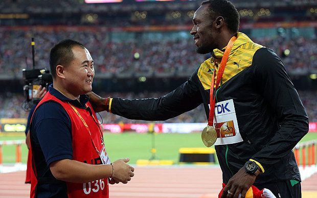 Video: Usain Bolt handed gift by Segway man who floored him during 200m celebrations - Telegraph