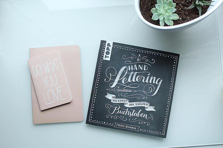 Endlich konnte ich mein Buch abholen. Hand lettering die Kunst der Buchstaben von Frau Annika ☺️ Im #Depot habe ich dann noch die zwei #Notizhefte gekauft um mit den Tipps von Annika zu üben 😄  #plannergirl#Thalia#buch#frauannika#handlettering#dowhatyoulove#sukkulent#filofaxdeutschland#filofaxing#filolove#book#rose#shopping#planner#plannerlove#makeithappen#filojana