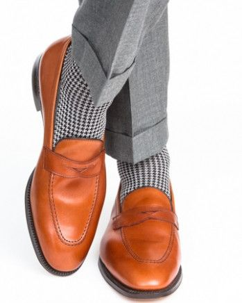 Dapper Classics socks are expertly knitted in North Carolina at a third-generation mill. Every sock is made with style and comfort in mind, guaranteeing that you look and feel your best. Our patterned